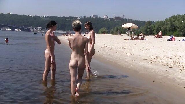 در هنگام بغل پا زدن نوجوان نوجوان ژاپنی کلیپ سکس و سوپر می زند
