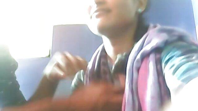 هدر عمیق نوجوان تایلندی کوچک آسیایی با سوپر لخت سکسی کاندوم قورت می دهد